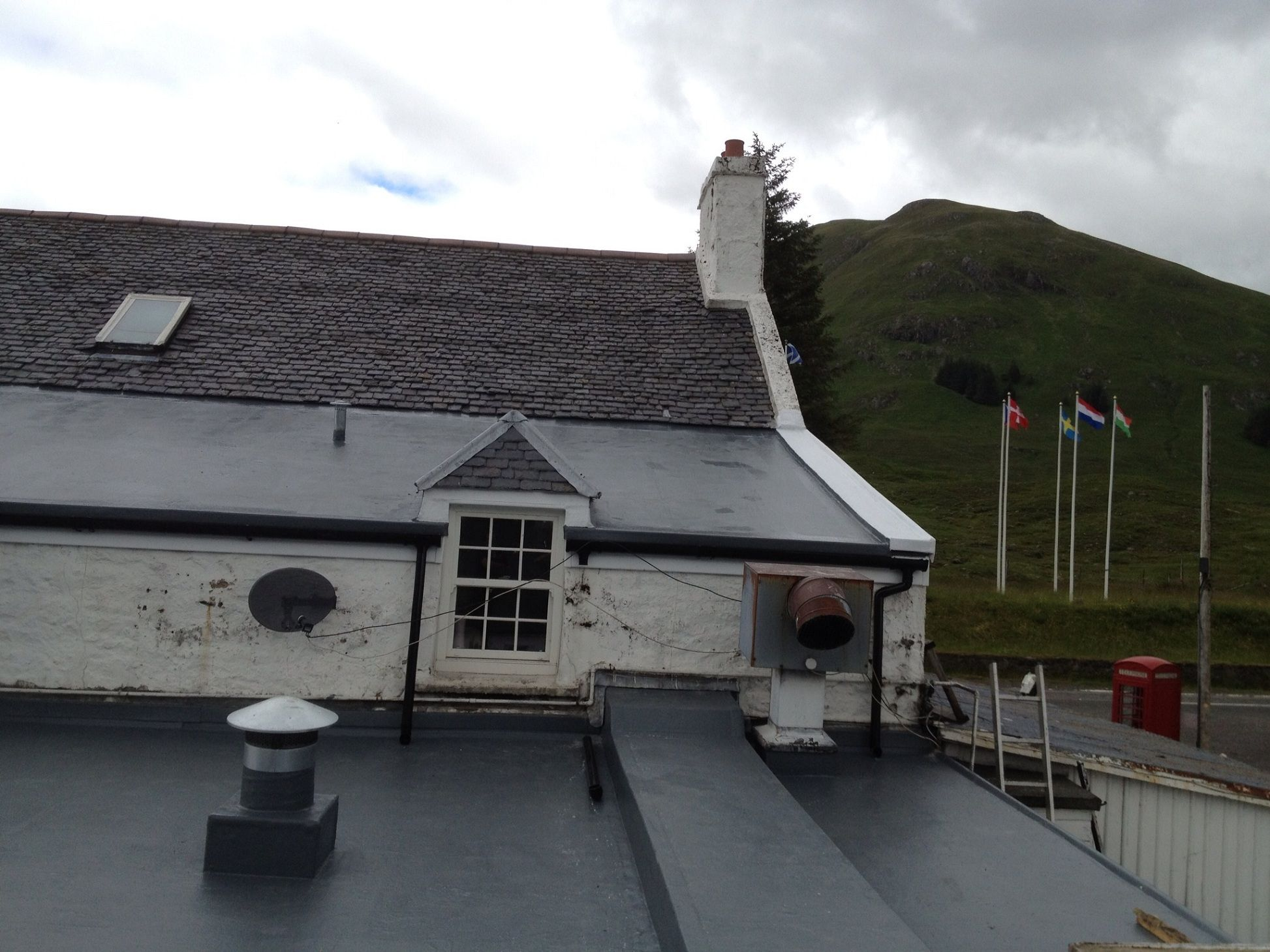 As The Roofers Of Edinburgh Are Experienced In Their Field They Can Provide You With The Best Roofing In 2020 Roofing Contractors Flat Roof Systems Roof Installation