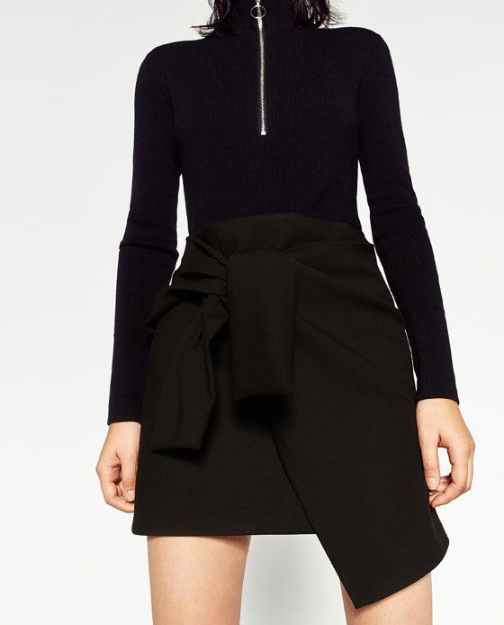 efe89e31e42 Billede 2 af LÅRKORT NEDERDEL MED KNUDE fra Zara | Tøj | Mini skirts ...