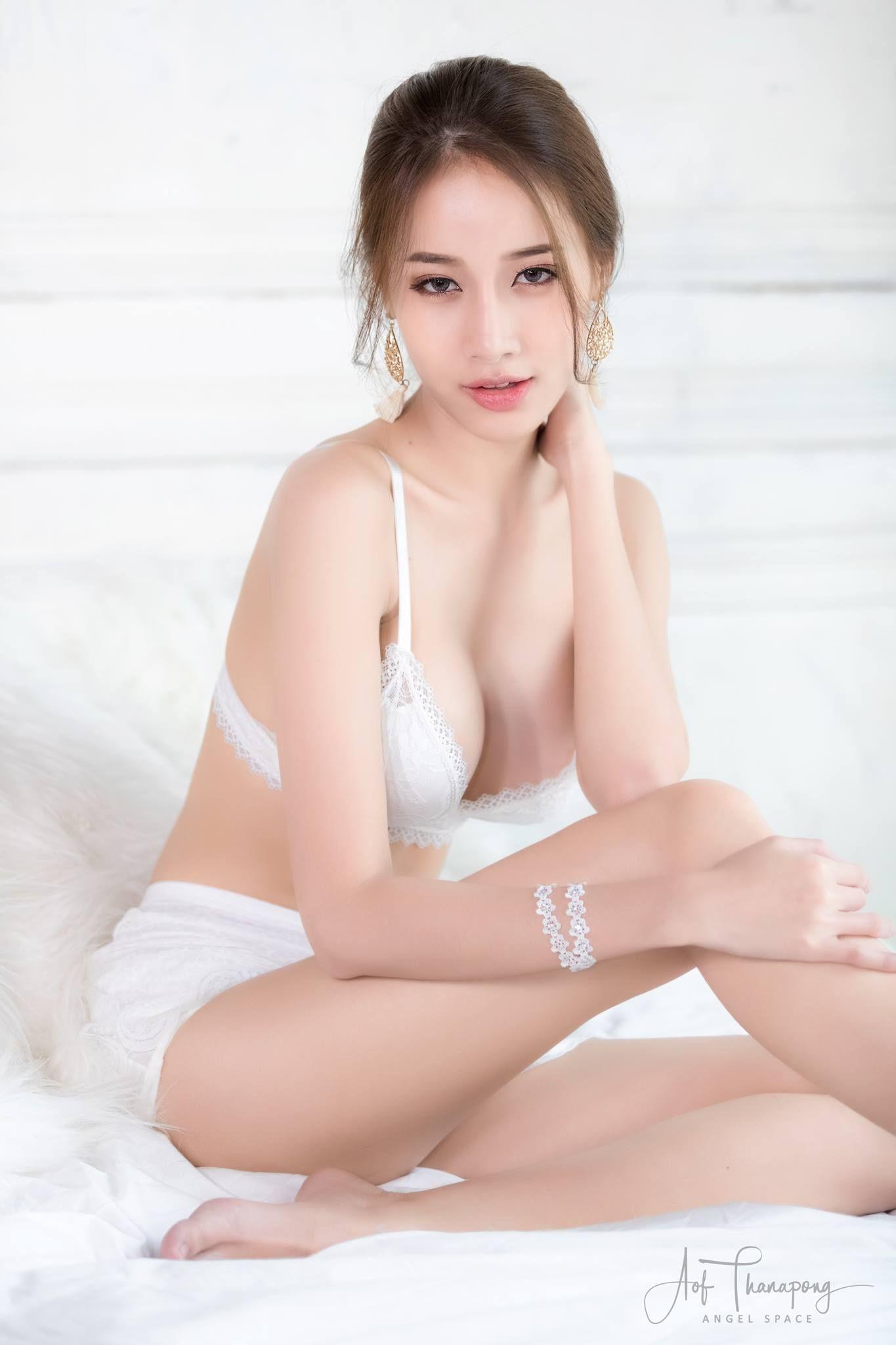 Erotic photoes of thai girls
