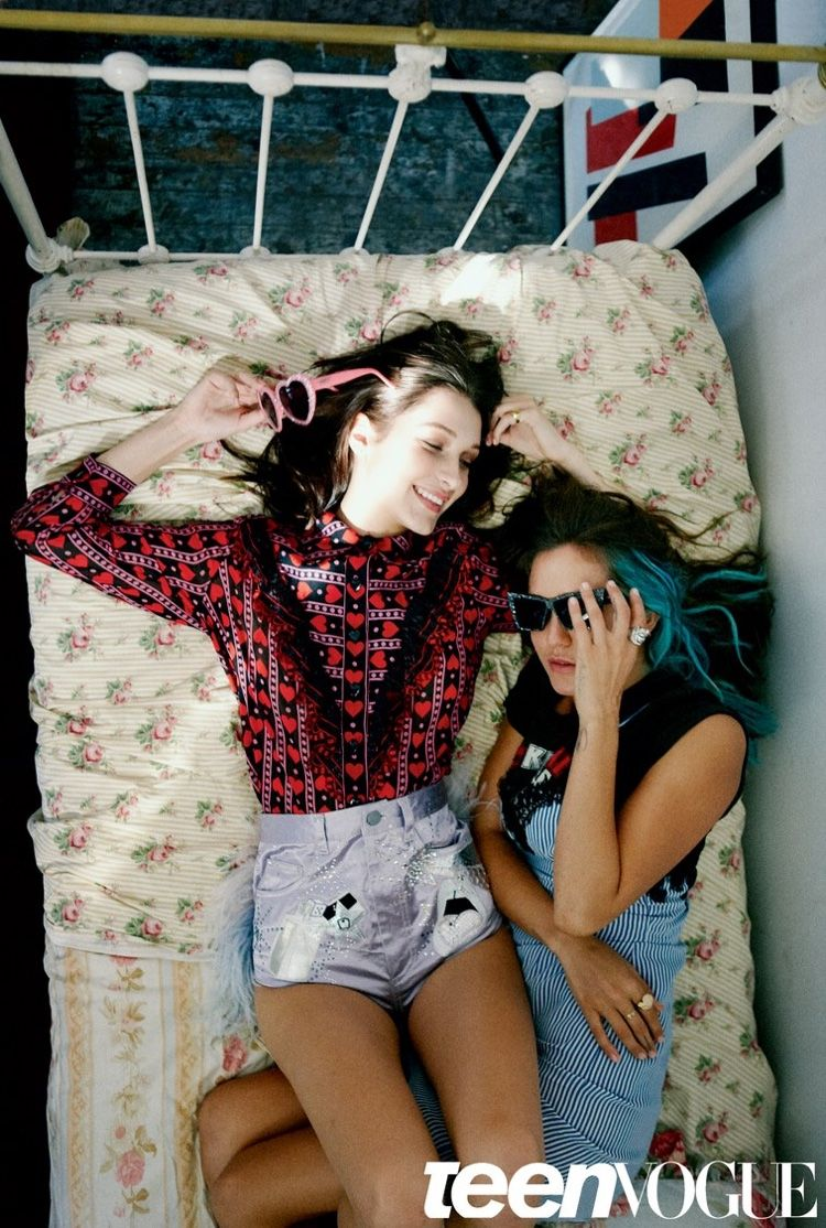 Bed posing teen