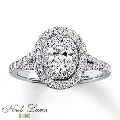 Let Your Love Stand Out With This Captivating Oval Diamond