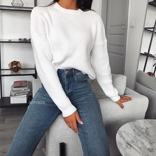 "Photo of www.outfitbook.fr on Instagram: ""Happy Monday 💭 // this cosy jumper tho 😍 