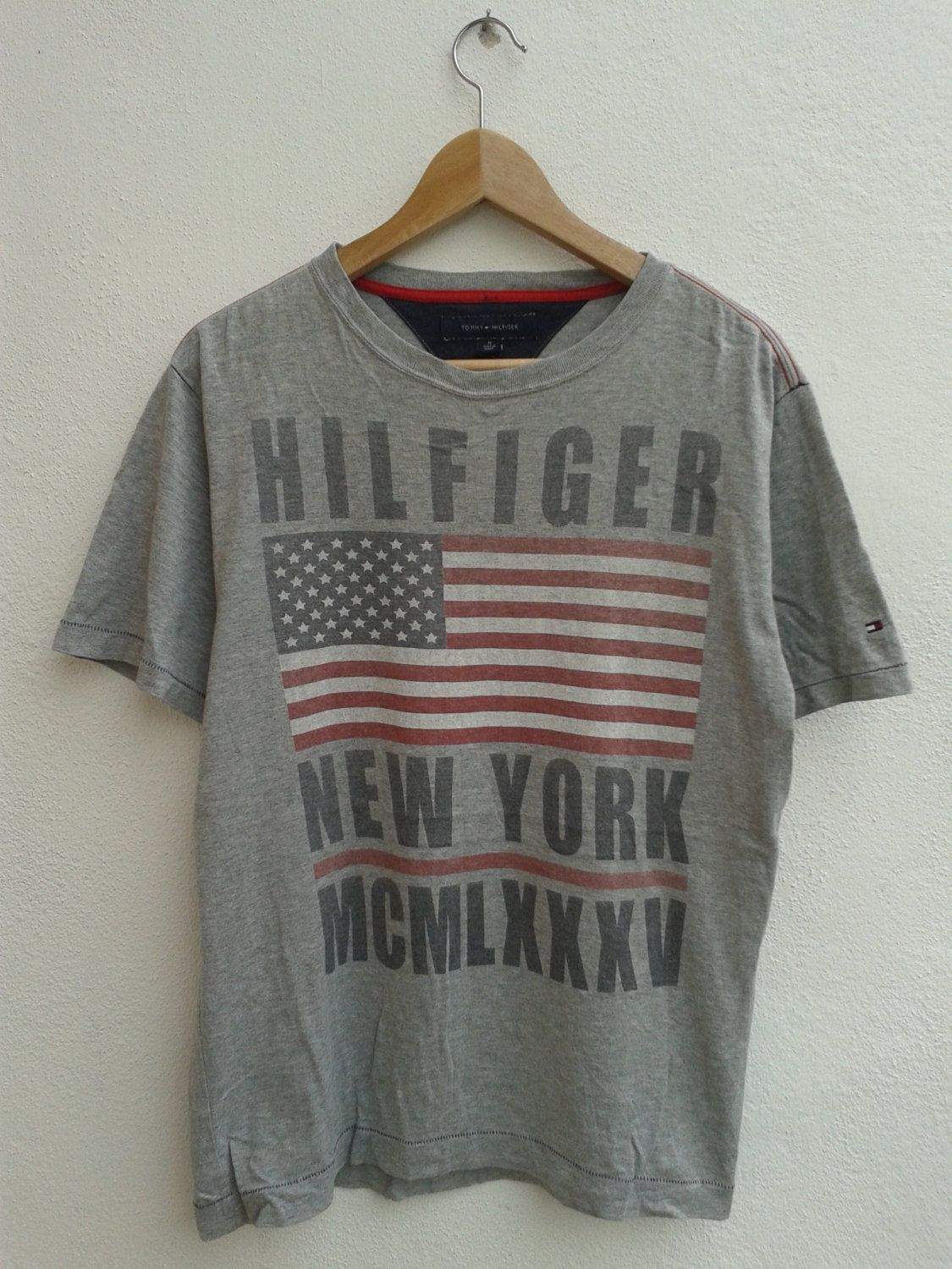 RARE Vintage 90s TOMMY HILFIGER Spell Out Big Flag Hip Hop Vibes Streetwear Tanks Tops Shirt Size L SfUwCY