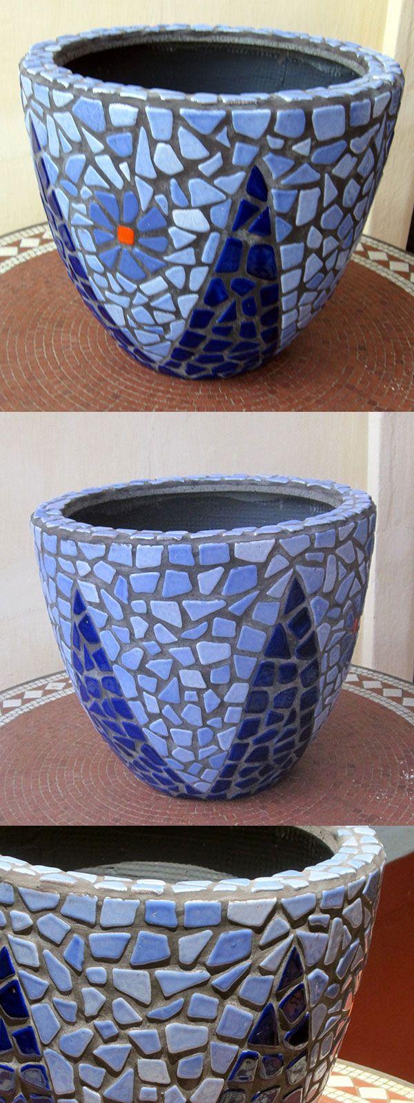 Diy mosaic blue flower pot mosaik blumentopf mosaique for Blaue blumentopfe