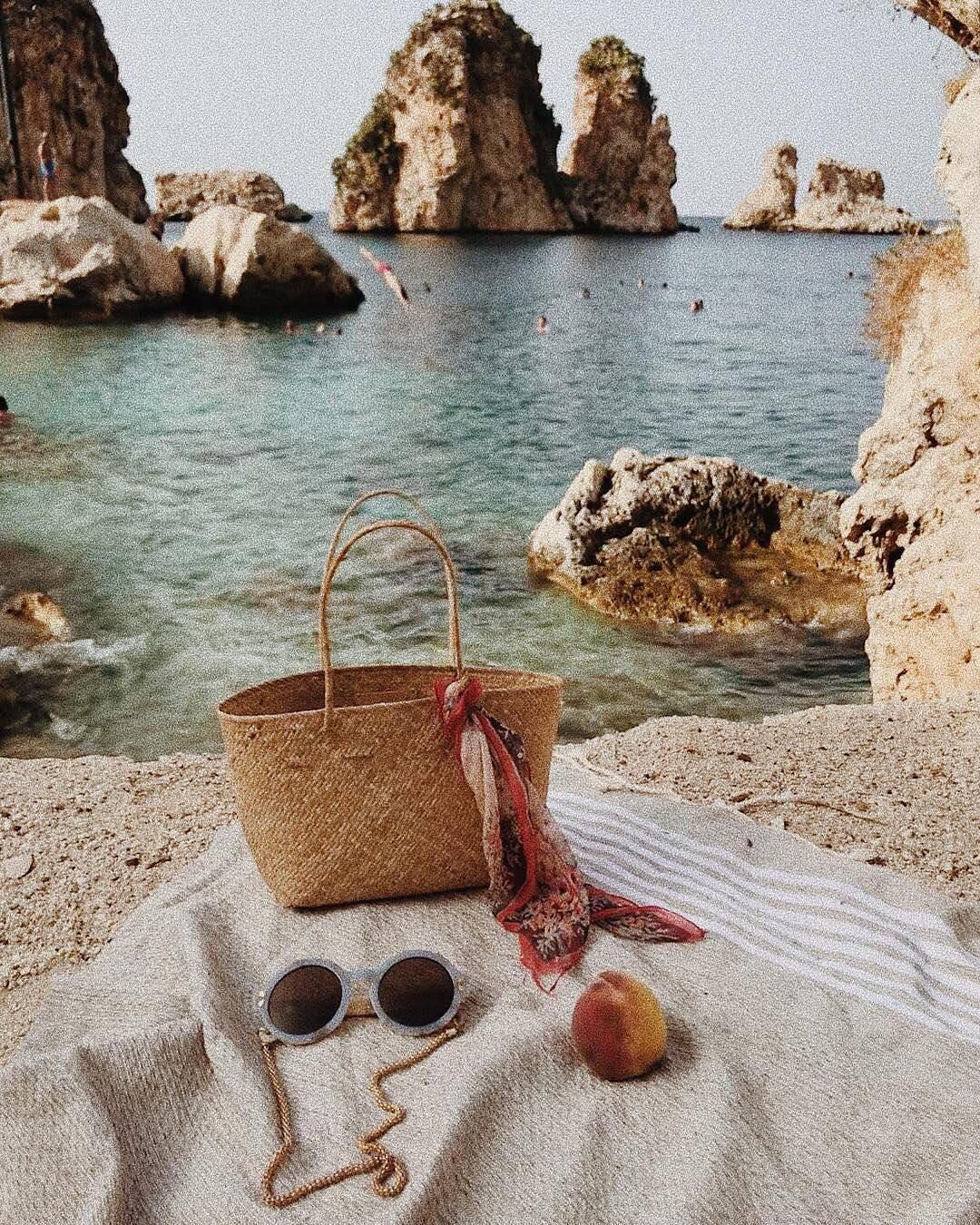 Friday daydreams are made of this. #regram from @bembien. #taptoshop #summervacationstyle