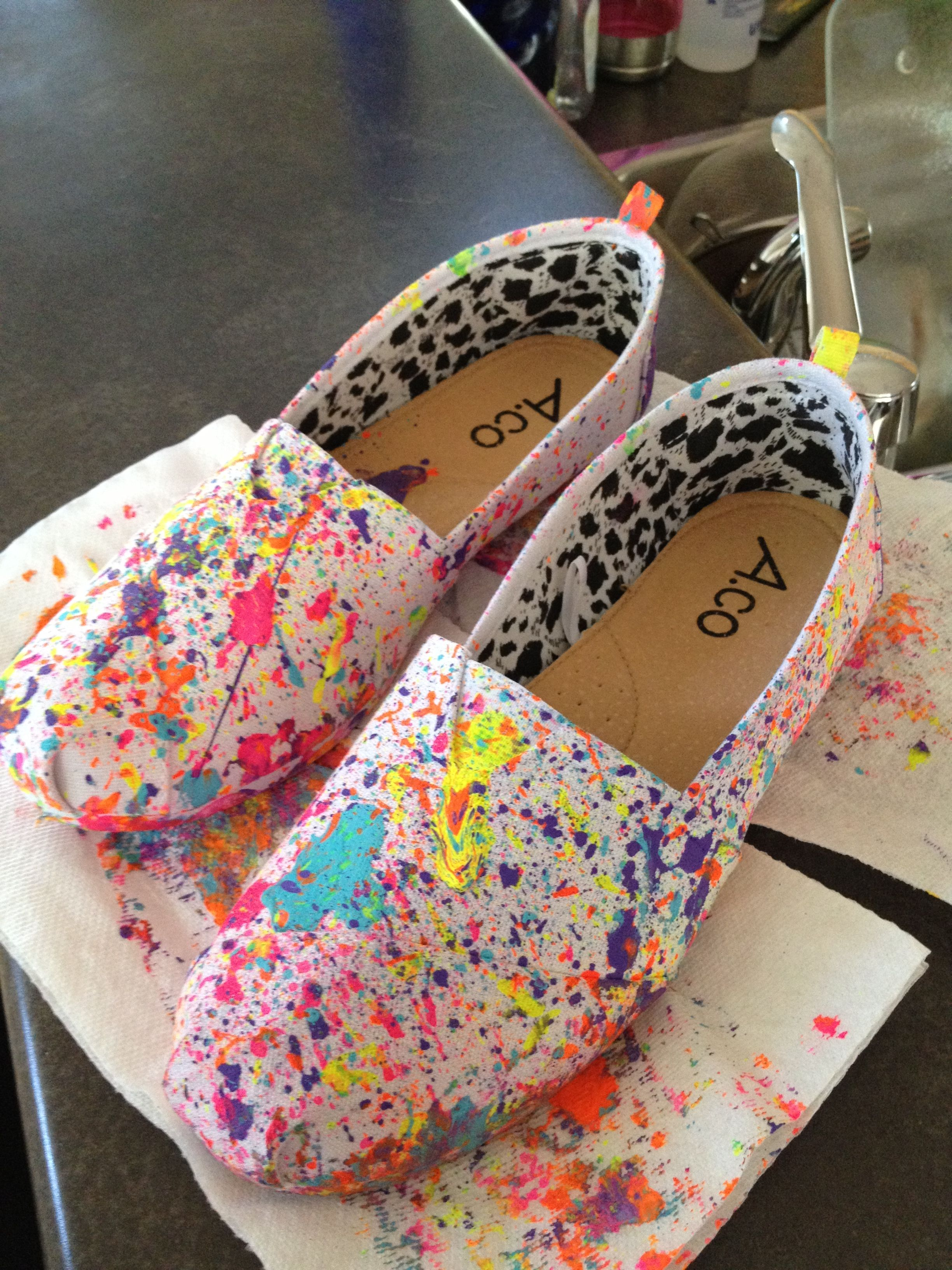 my diy paint splatter shoes. just suck the paint into a straw and