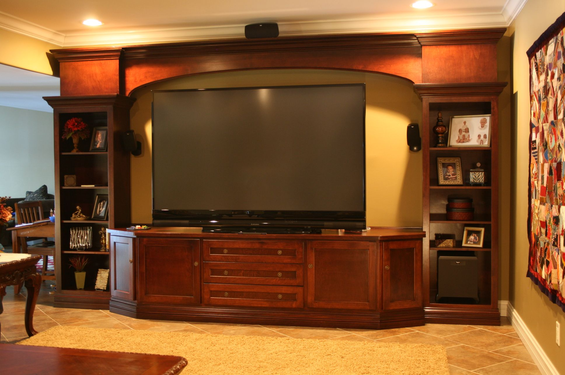 flat screen tv entertainment centers | Large Flat Screen
