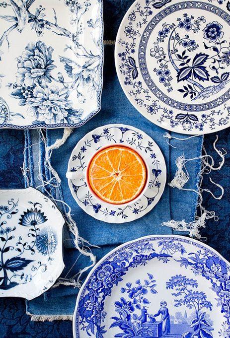 Blauw aardewerk met oranje