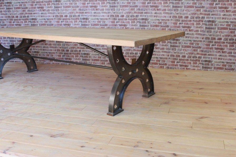 Table industrielle pied en fonte et plateau en frêne patiné