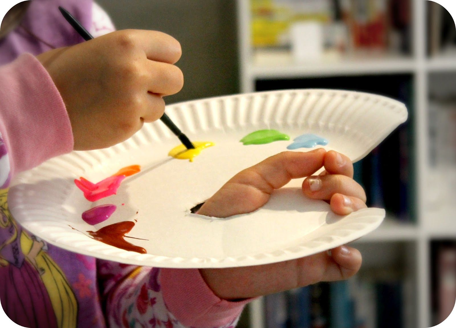 could try with the older kids... Paper Plate Painter's Palette for Kids