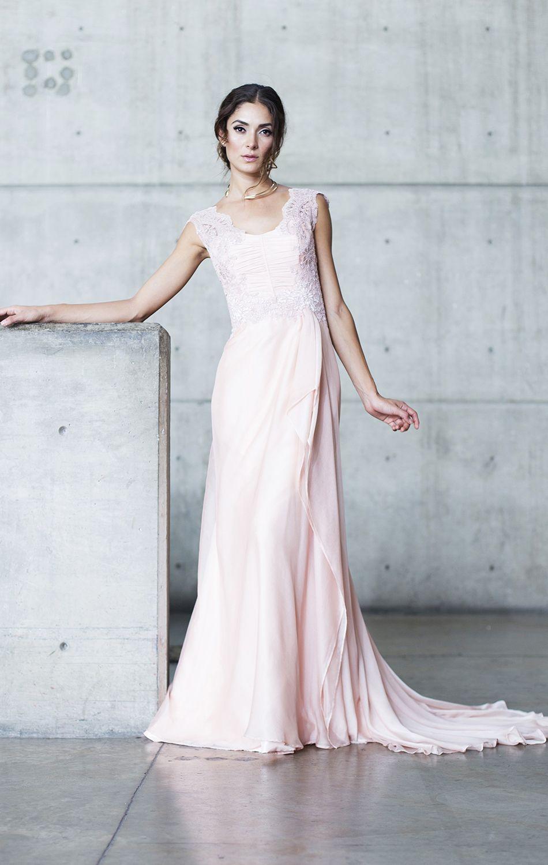 Vestido en gasa color rosa, top en encaje mate bordado a mano, sin ...