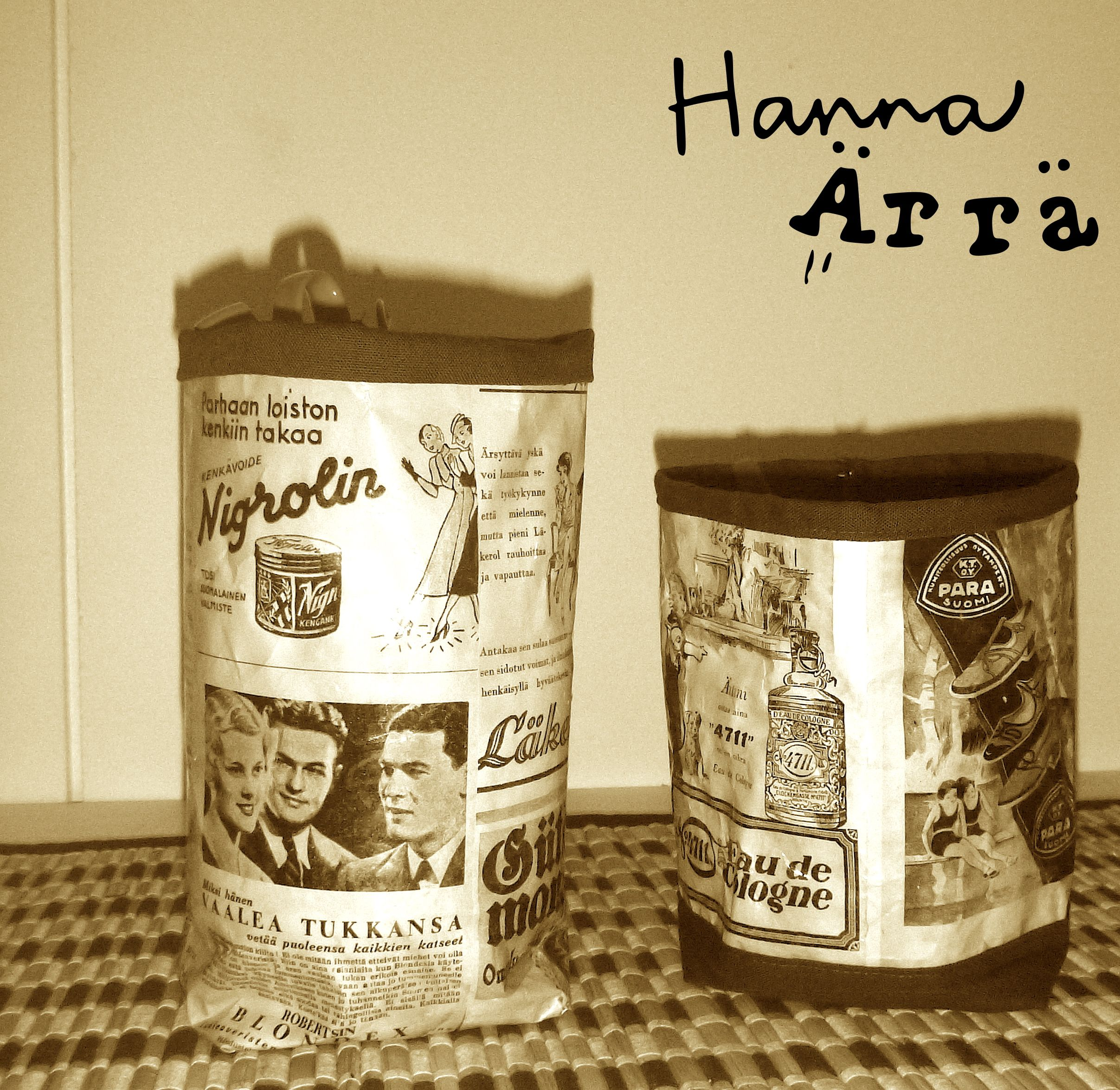 Kopio vanhasta mainossivusta maalataan kahvilla ja päällystetään kontaktimuovilla ja ommellaan lahjapussiksi, purkinsuojaksi tmv. käyttöön