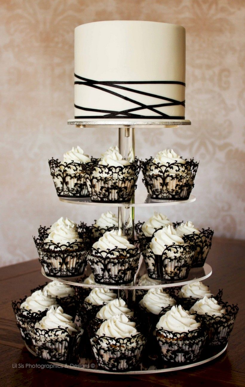Zombie wedding decorations   Horror Halloween Wedding Cakes Ideas for Your Special Moment