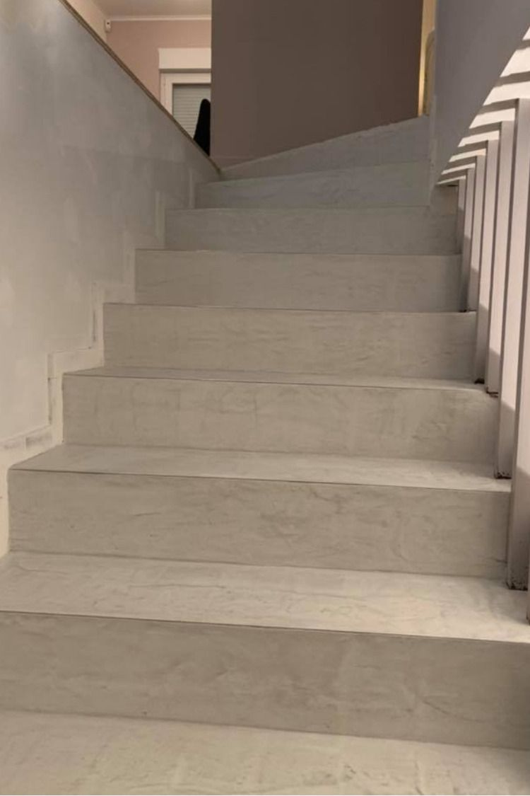 Application Directe De Beton Cire Sur Carrelage Escalier Carrele Escalier Escaliers Interieur