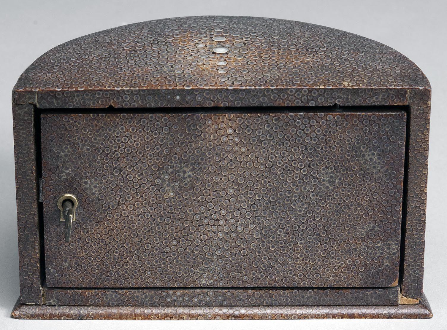 Coffret d'Accessoires pour Homme - Cendrier, Coupe Cigare, Bougeoir et Encrier - Galuchat - Josef Hoffmann - 1911