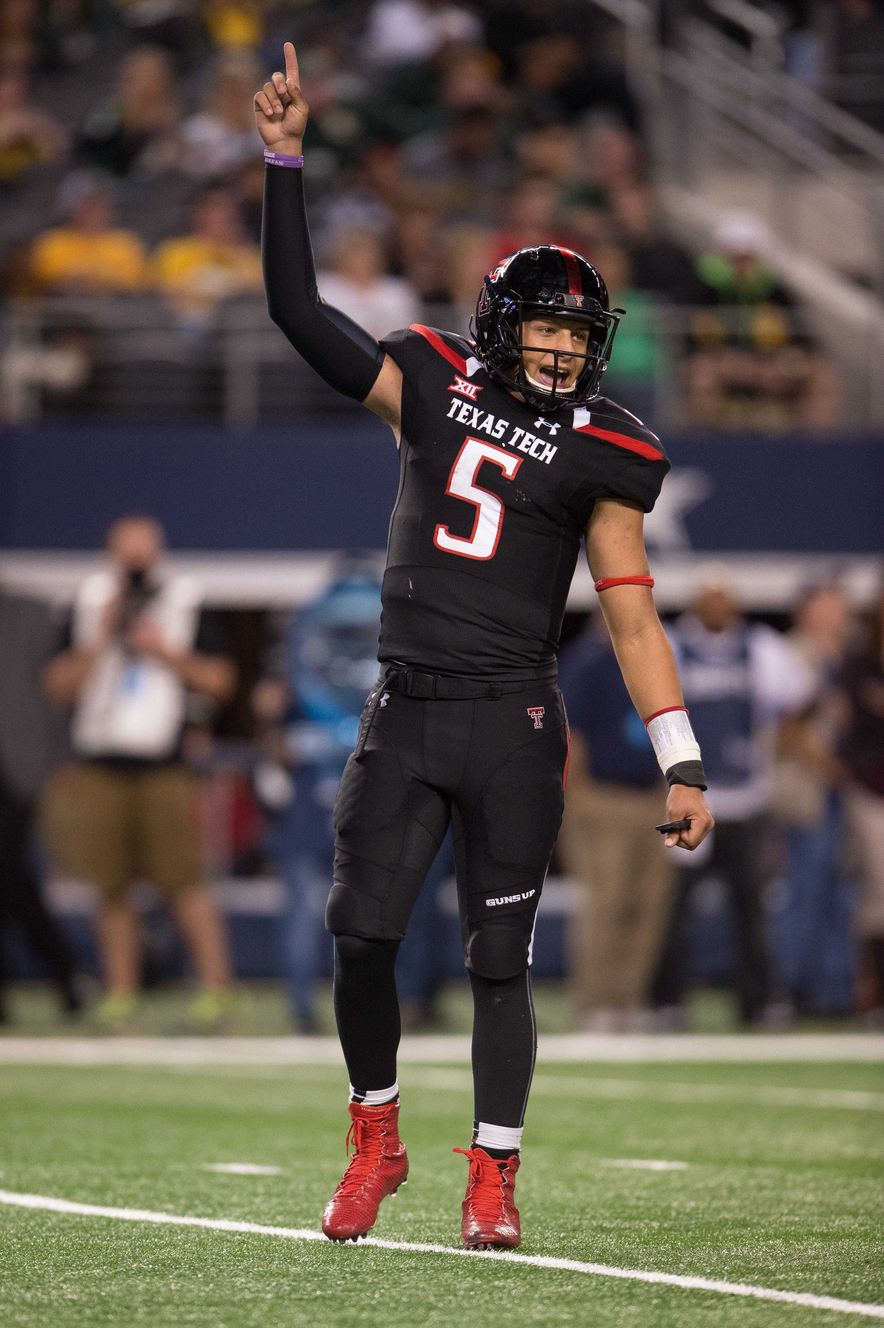 Patrick Mahomes (2901×4359) Texas tech football, Red