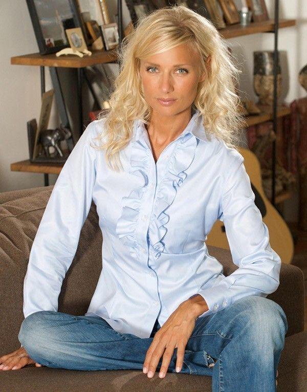 chemisier femme bleu ciel ang line ce chemisier bleu ciel l angeline dans un magnifique. Black Bedroom Furniture Sets. Home Design Ideas