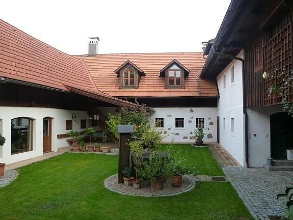 Inner Yard Bauernhaus Renovieren Aussen Haus Gemutliches Haus