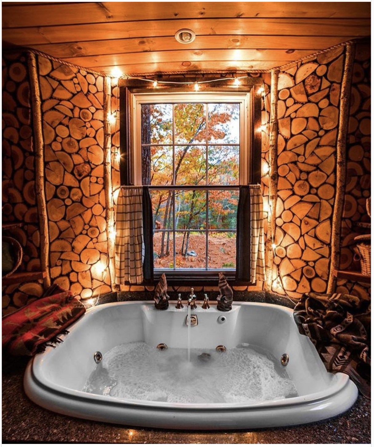 Stoneham Maine Luxury Tree House With Jacuzzi Near White Mountain National Forest Luxuryinteriordesign Luxury Tree Houses Rustic House Indoor Jacuzzi