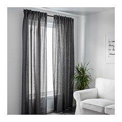 IKEA - AINA, Gardiner, 2 stk., , Gardinerne dæmper lyset og gi'r privatliv, fordi man ikke kan se direkte ind i rummet udefra.Hør giver tekstilet en naturlig og uensartet struktur, der er fast at røre ved.Gardinerne kan hænges på en gardinstang eller gardinskinne.Gardinbåndet gør det muligt at lave folder med RIKTIG gardinkroge.Du kan hænge gardinerne på en gardinstang ved at bruge de skjulte stropper eller med ringe og kroge.
