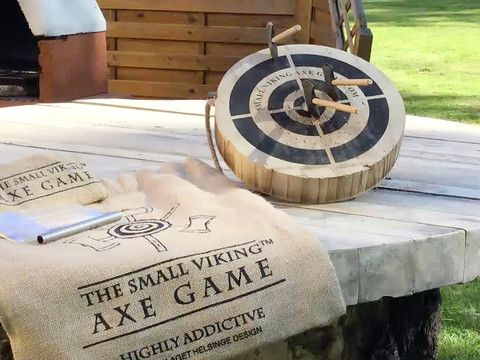 49941bcdc4e0 Sjove gaver - The Small Viking Axe Game