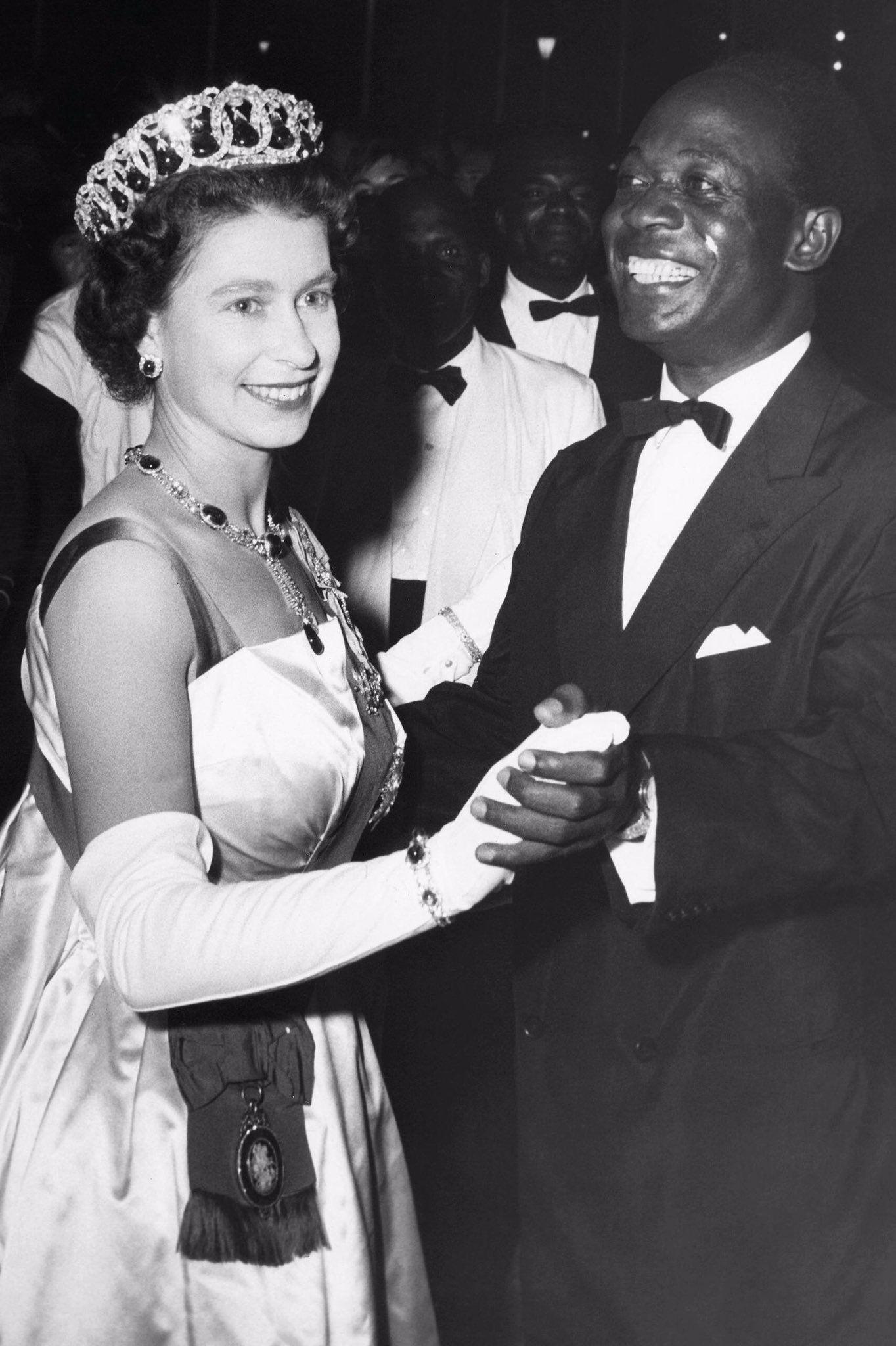 Kate S Rangers On Twitter Queen Elizabeth Young Queen Elizabeth African Royalty [ 2048 x 1364 Pixel ]