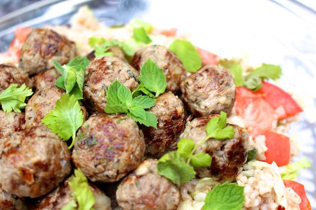 Hämmentäjä: Täydelliset lampaanlihapullat ja minttu-tomaattiohratto. Perfect lamb meat balls with mint-tomato barley.