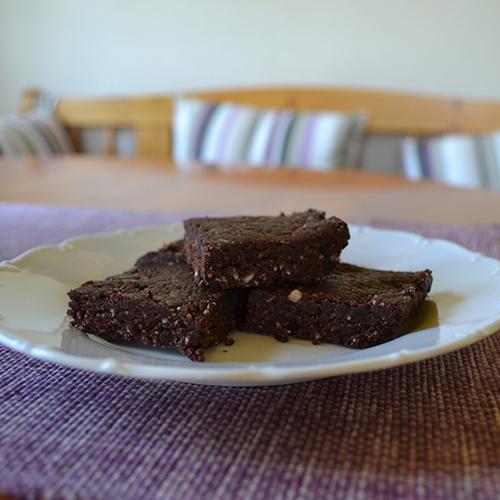 Raw brownies med smak av jordnötssmör: http://sannakarlin.com/sugarandspice/recipes.php?id=5