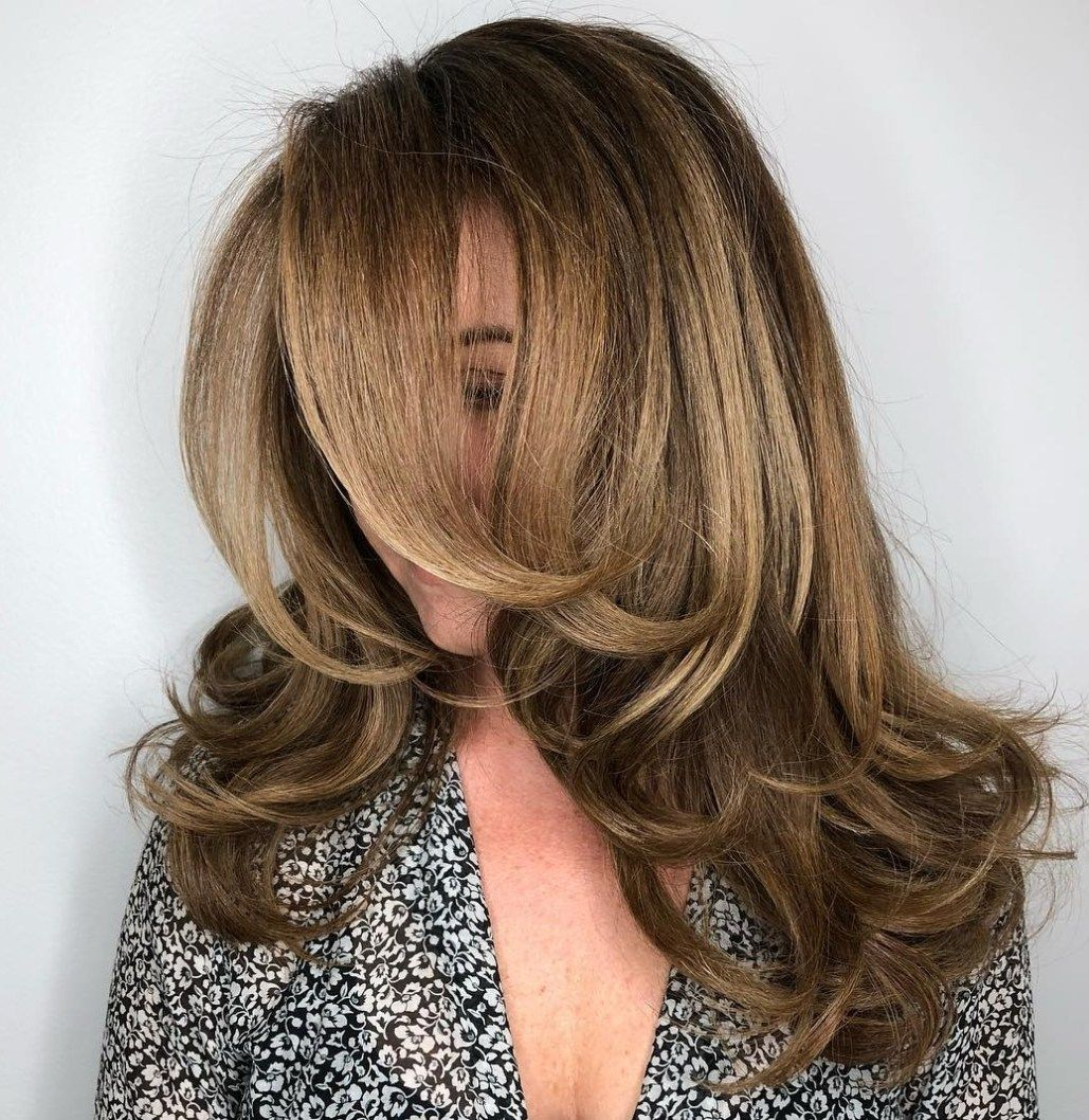 20 Feathered Hair Looks To Show Your Stylist In 2020 Thick Hair Styles Feathered Hairstyles Haircut For Thick Hair
