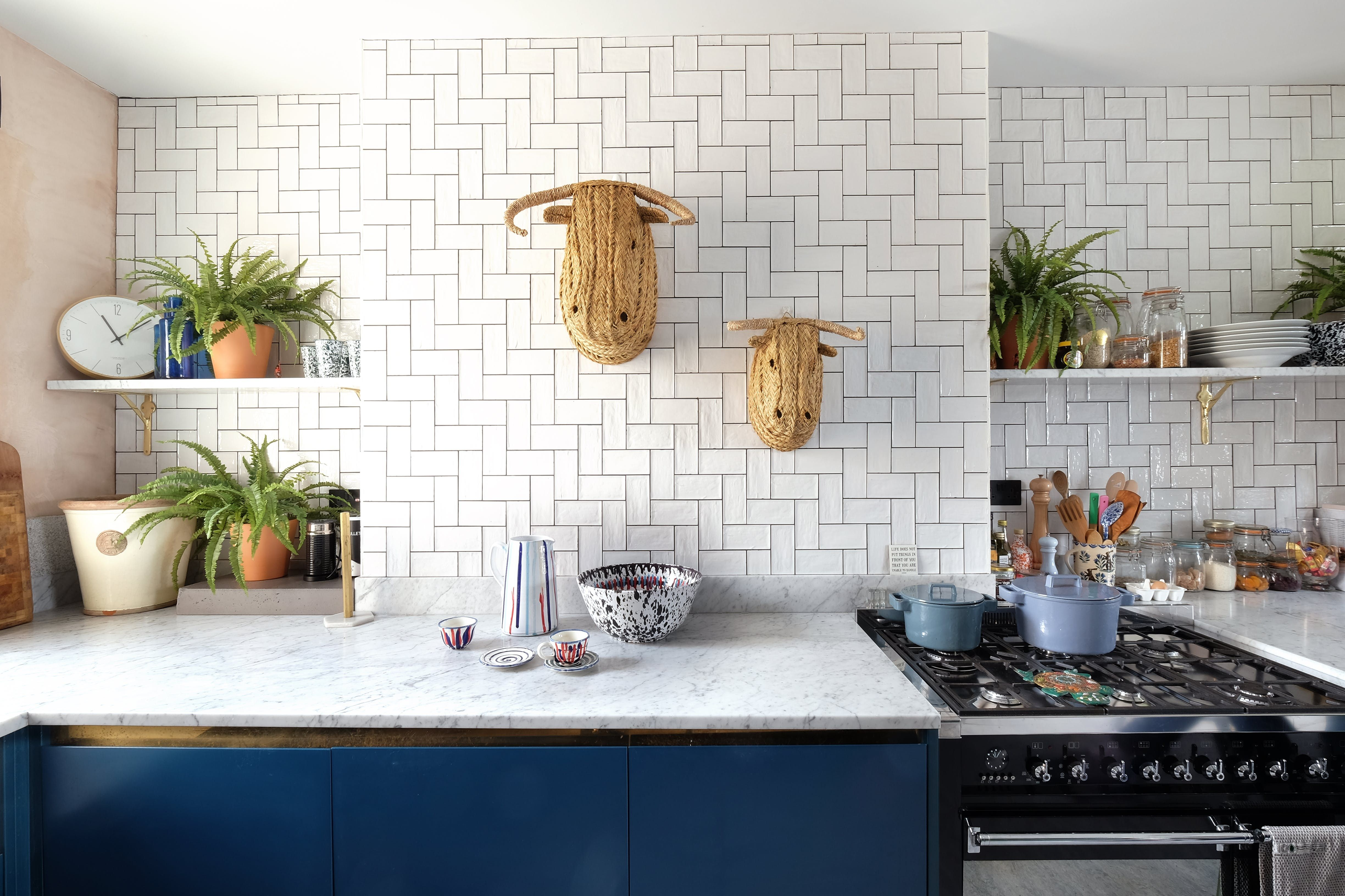 A Remodeled Industrial London Flat With A Decadent Touch Keuken