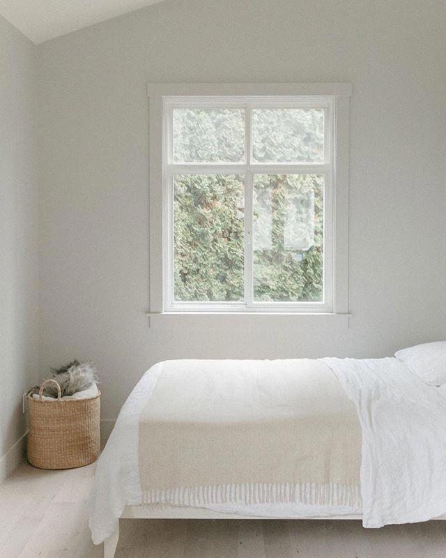 65+ Closets Models: Beautiful Photos & Ideas | Simple ... on Neutral Minimalist Bedroom Ideas  id=36352