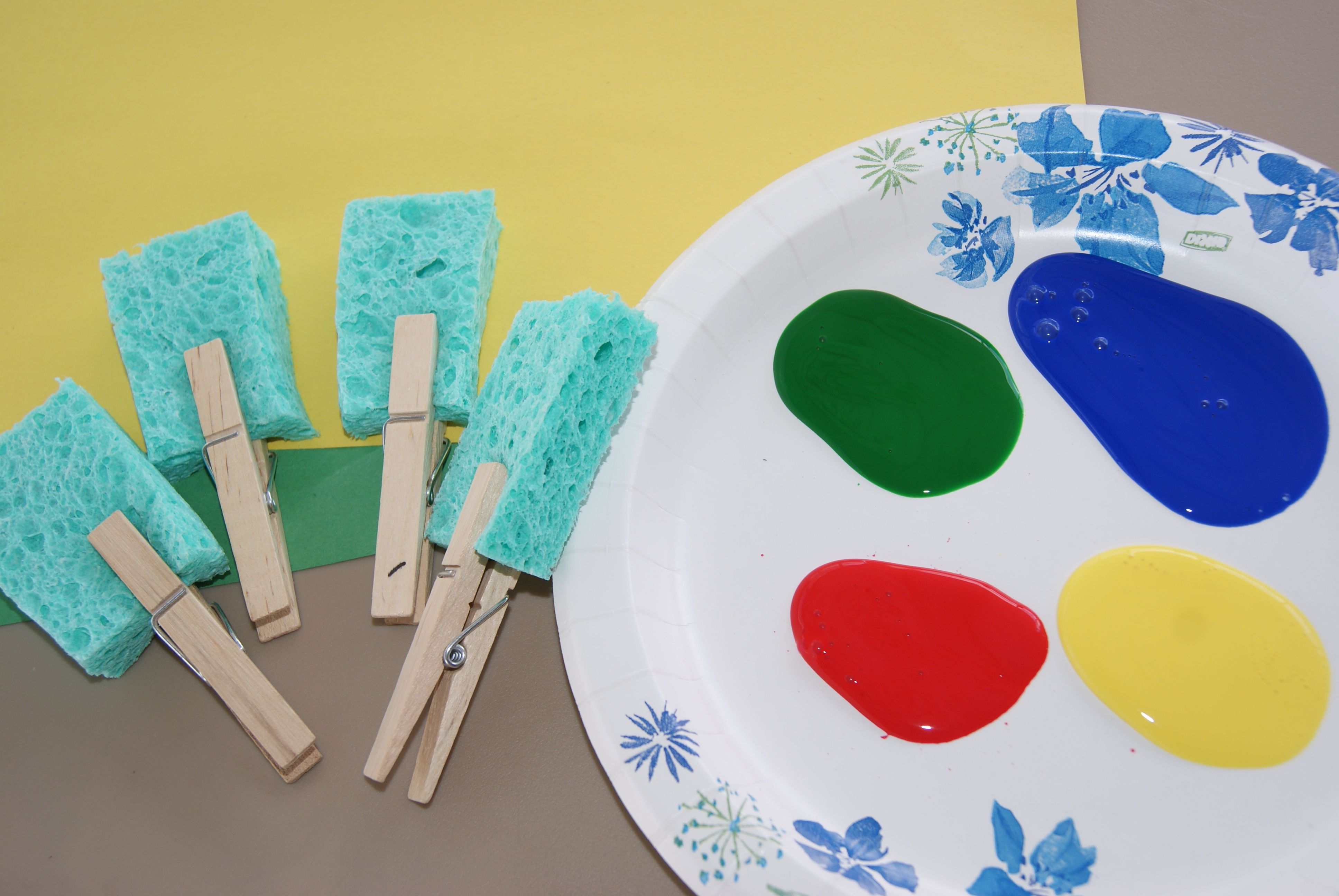 toddler sponge painting crafts for kiddos toddler arts. Black Bedroom Furniture Sets. Home Design Ideas