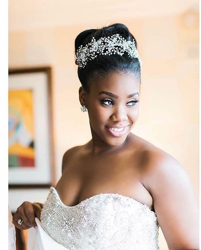 @marievioletphotography bridal gown by @kleinfeldbridal mua @candicethemakeupartist head piece by @bridalstylesboutique #bride #bridalinspiration #celebration #happy #weddings #loveit #instagood #pretty #supergorg