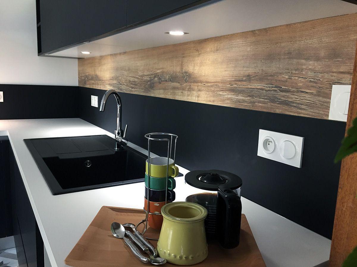 Cuisine Avec Plan De Travail Coulissant crédence de cuisine en fenix noir et chêne vielli, avec plan