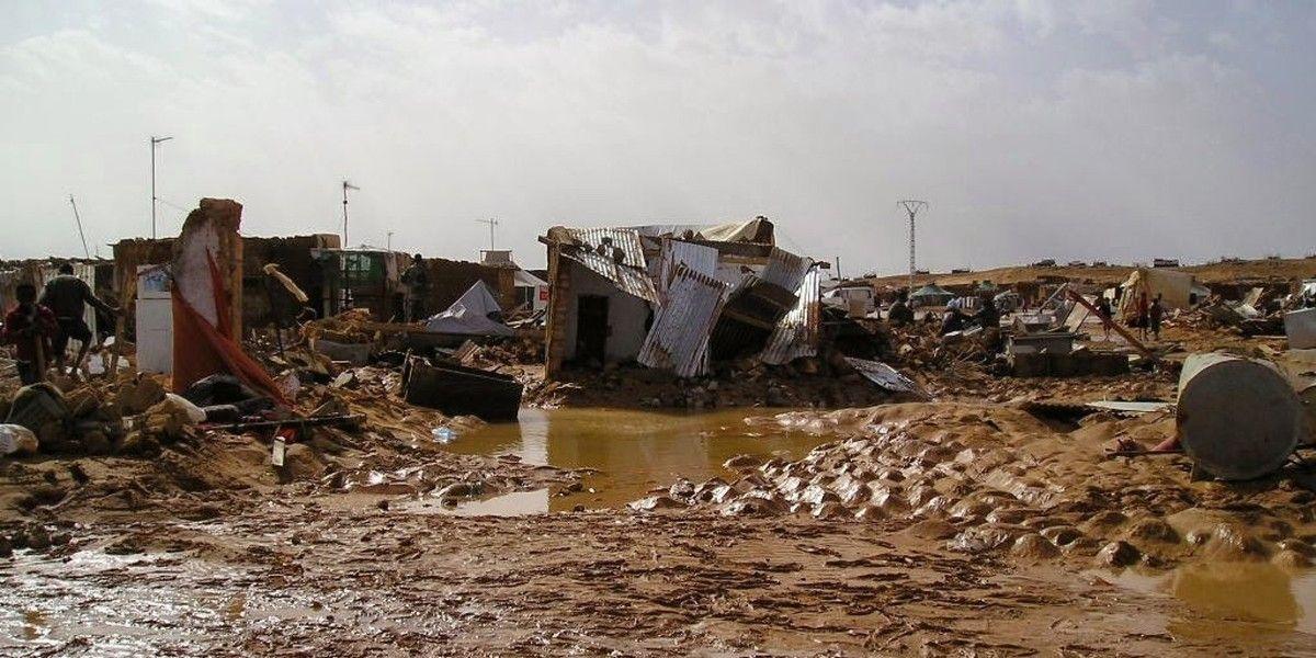 Imágenes De Las Inundaciones En Los Campos De Refugiados Saharauis De Tinduf El Muni Campos De Refugiados Sáhara Occidental Pueblo