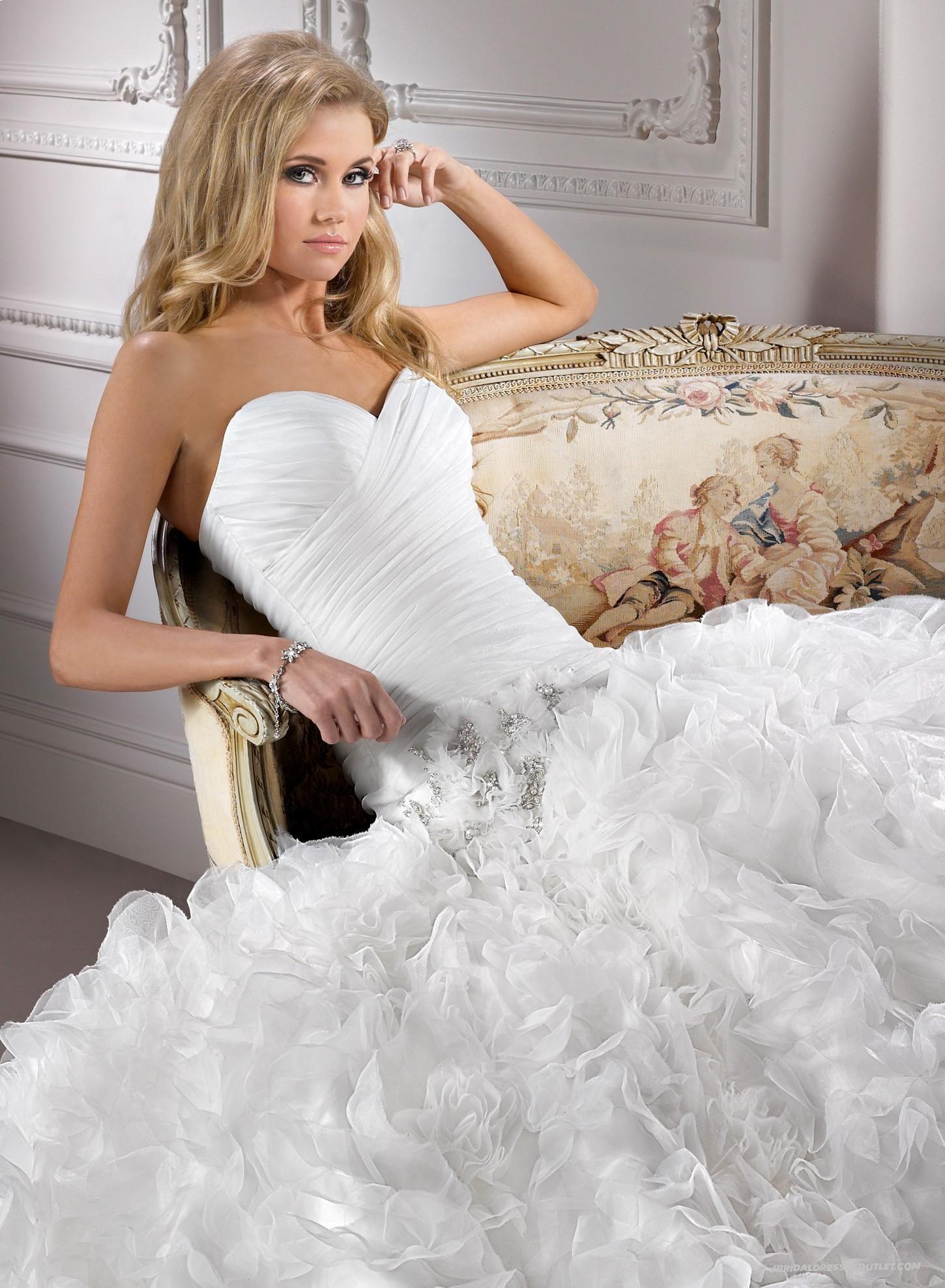 Chic Organza Ball Gown Sweetheart Neckline Wedding Dress IBD1245