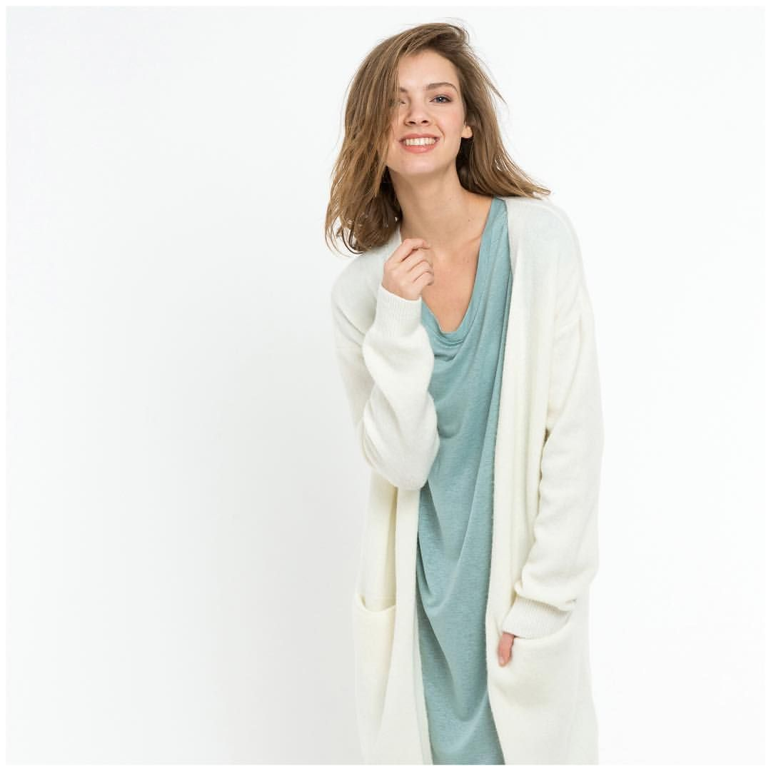 YES! It's Wednesday again, time for a brand new look of the week! How about this champion? The Nisa cardigan on top of the Jonna dress! Spring here I come! Shop online. #bybar #bybaramsterdam #lookoftheweek #lookoftheday #fashion #womenswear #colour #white #cardigan #dress