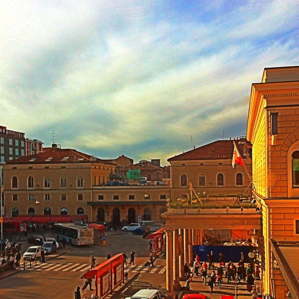Bologna, Piazzale Medaglie doro, la Stazione Ferroviaria . Foto di Marco Nenzioni
