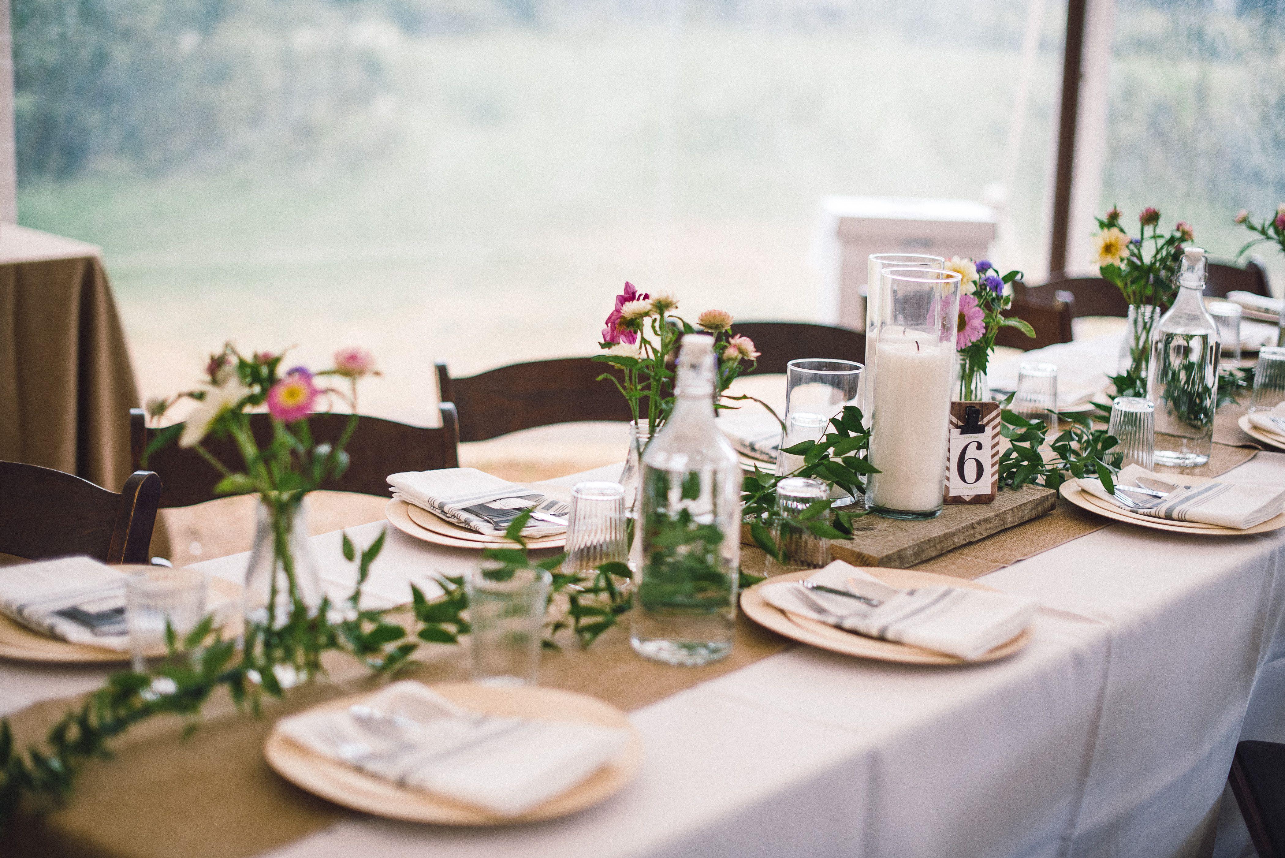 Diy Rustic Farm Wedding Rustic Table Setting Farm Tables