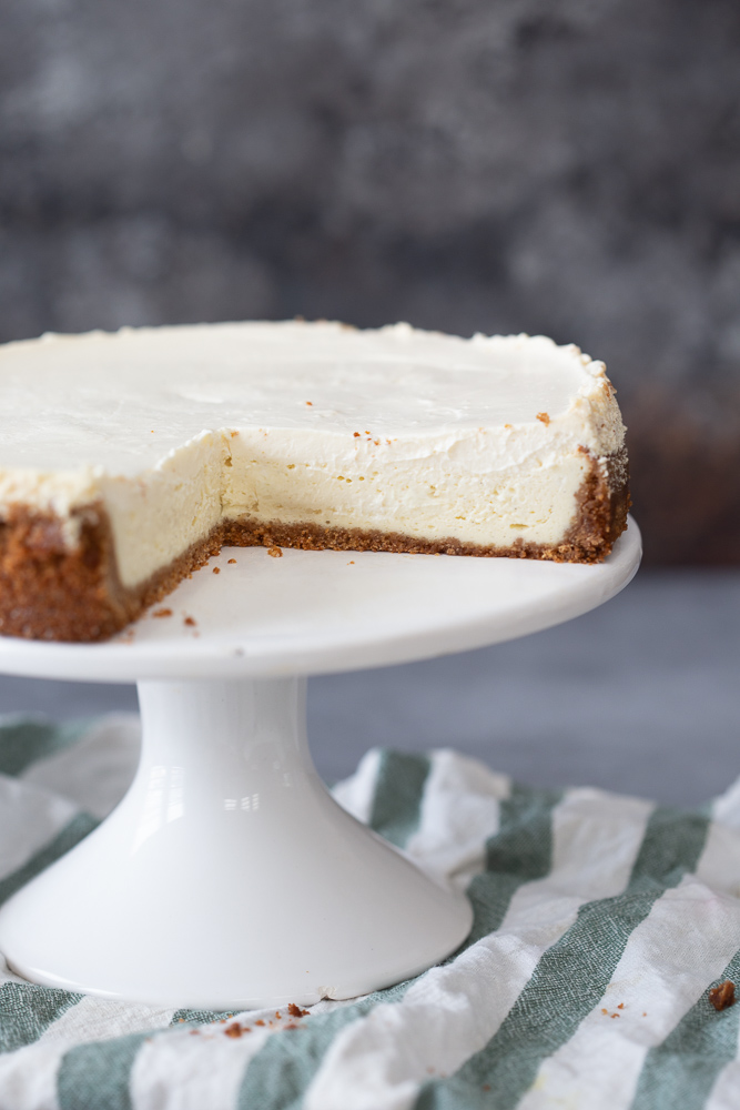 Classic Cheesecake With Sour Cream Topping Recipe Sour Cream Cheesecake Classic Cheesecake Sour Cream