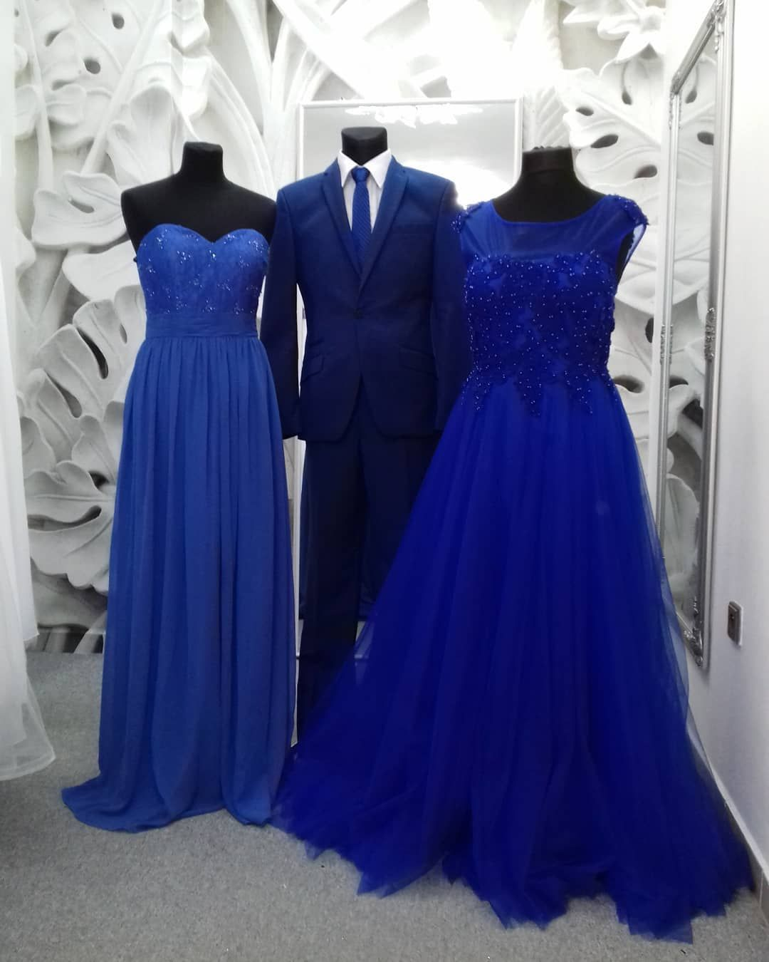 64b00ec315a9 Modré plesové šaty - dlouhé šaty - maturitní šaty www.svatebninella ...