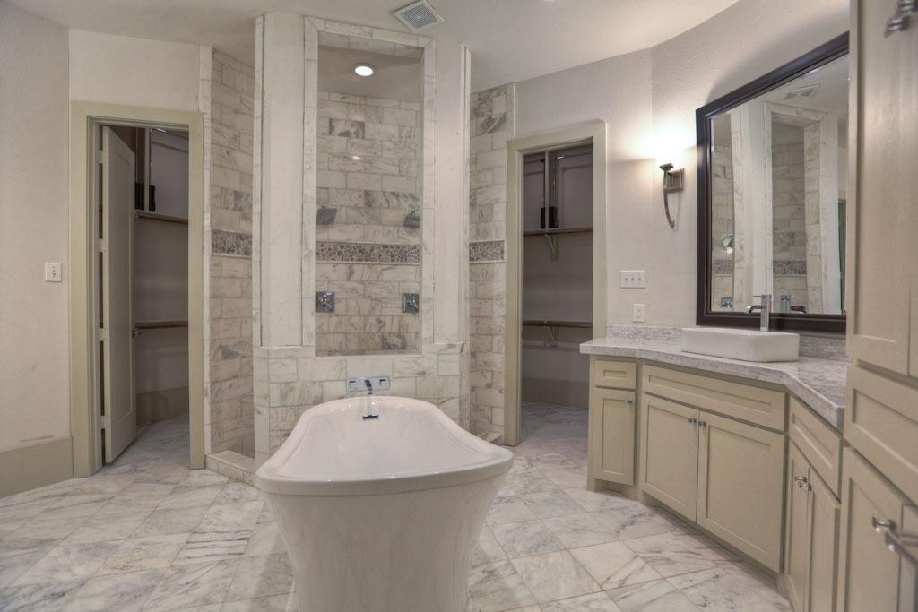 Wrap around closet and shower | Bathroom | Pinterest | Houston tx ...