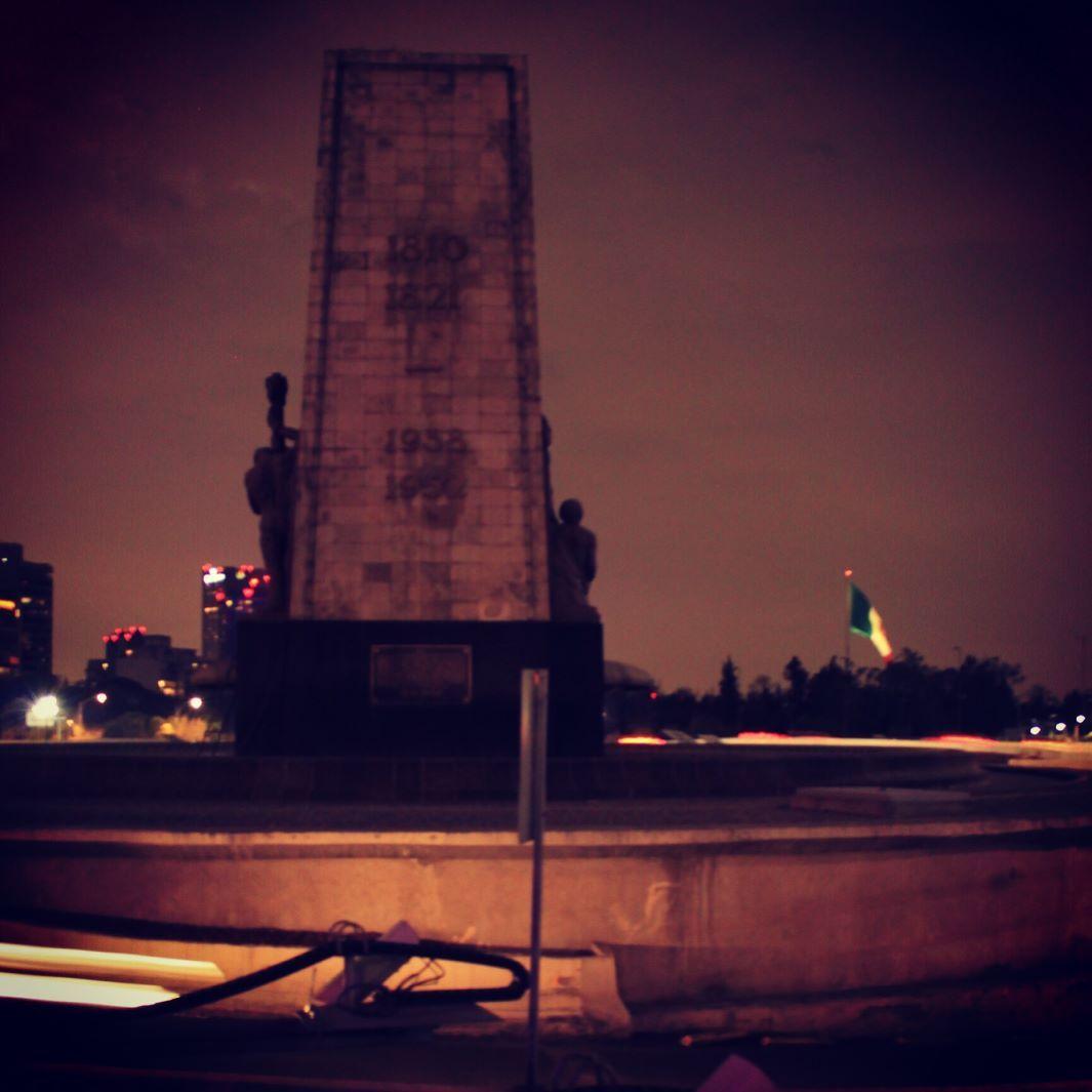 Last night in #cdmx #paseodelareforma #kiaforte5 #urban