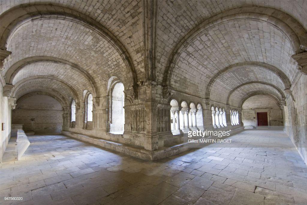 L Abbaye Saint Pierre De Montmajour Etait Une Abbaye Benedictine Travel Photography Wide World World