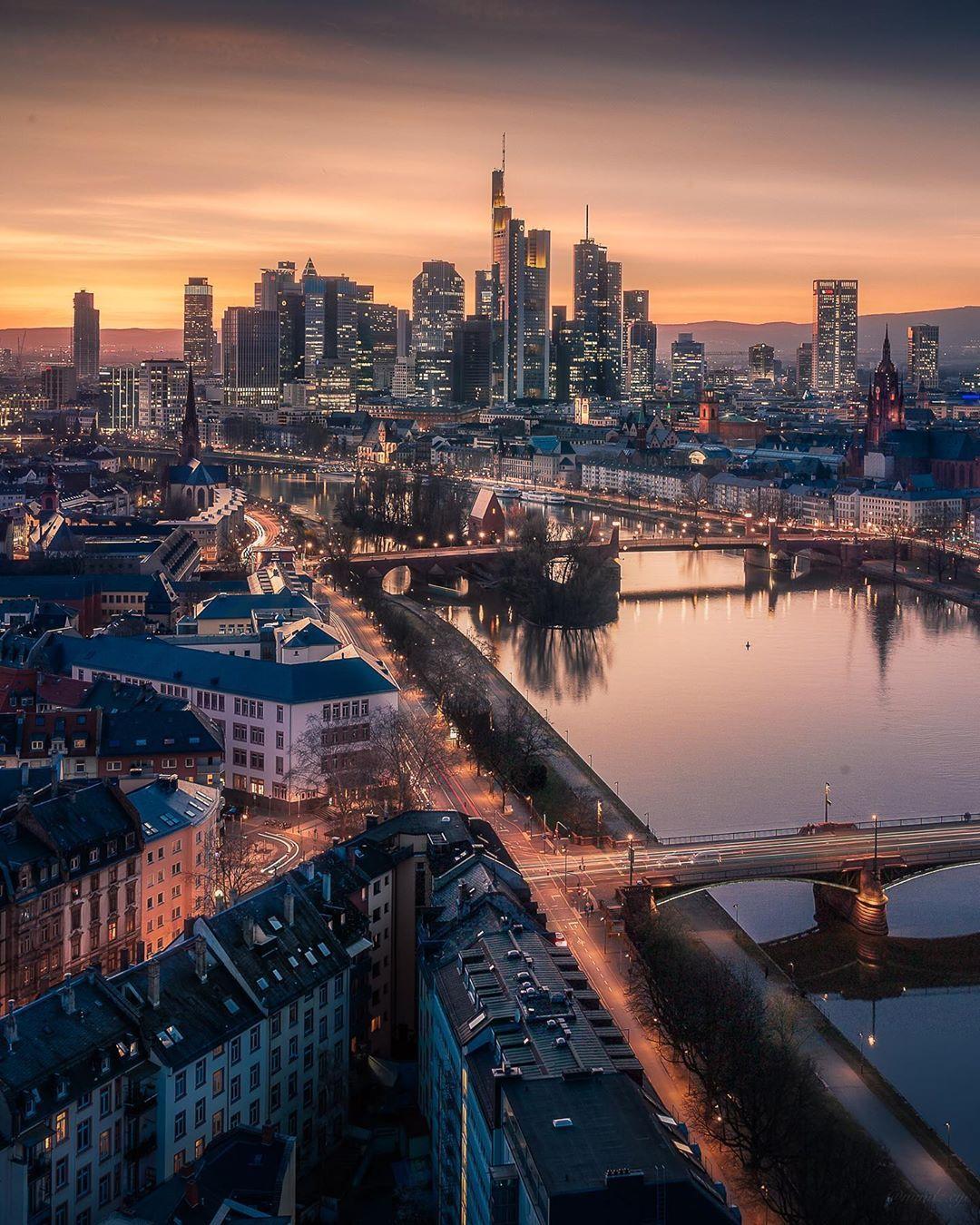 Michael Sidofsky On Instagram From The Towering Skyscrapers To The Historic Old Town Frankfurt S Diverse Architecture E In 2020 Schone Orte Frankfurt Am Main Bilder
