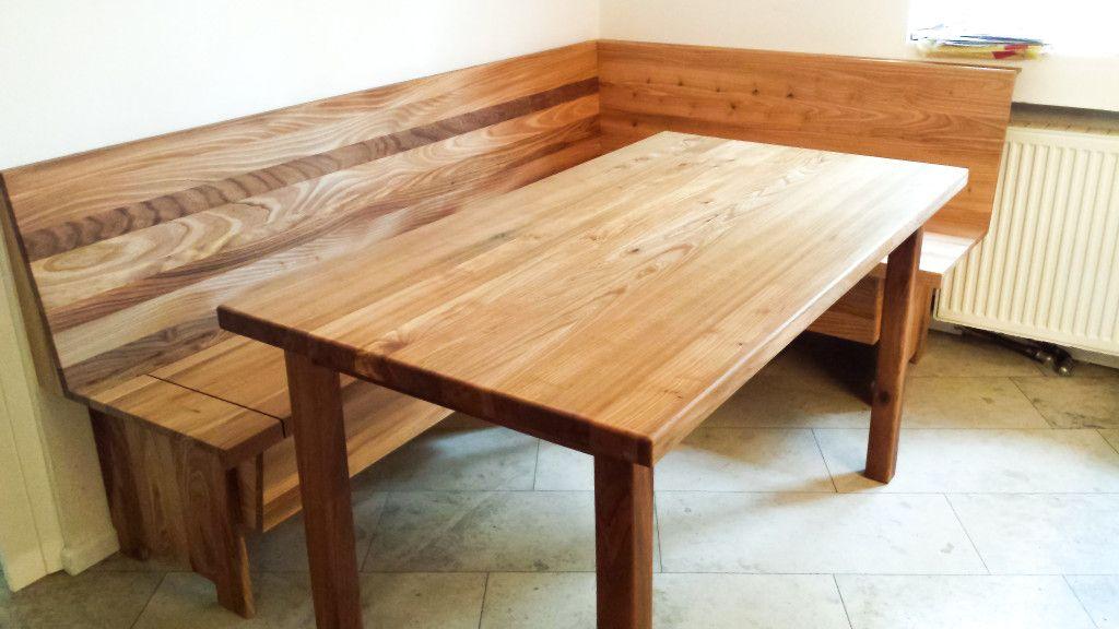 Aus massivem Ulmenholz gefertigte Eckbank mit Truhen und