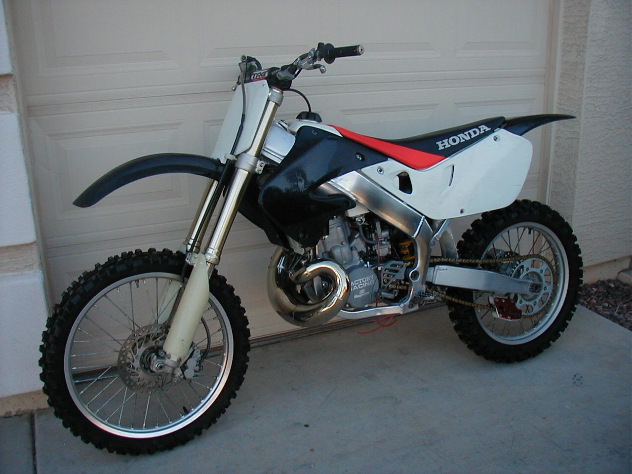 '99 CR500AF ('98 CR500 engine mounted into a '99 CR250 aluminum framed  roller)