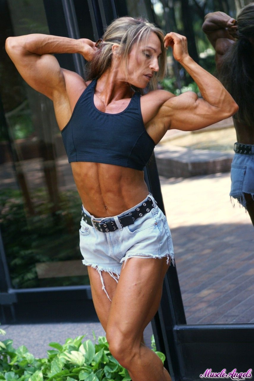 #2 - Klaudia Larson #female #muscle | That Muscle Show's