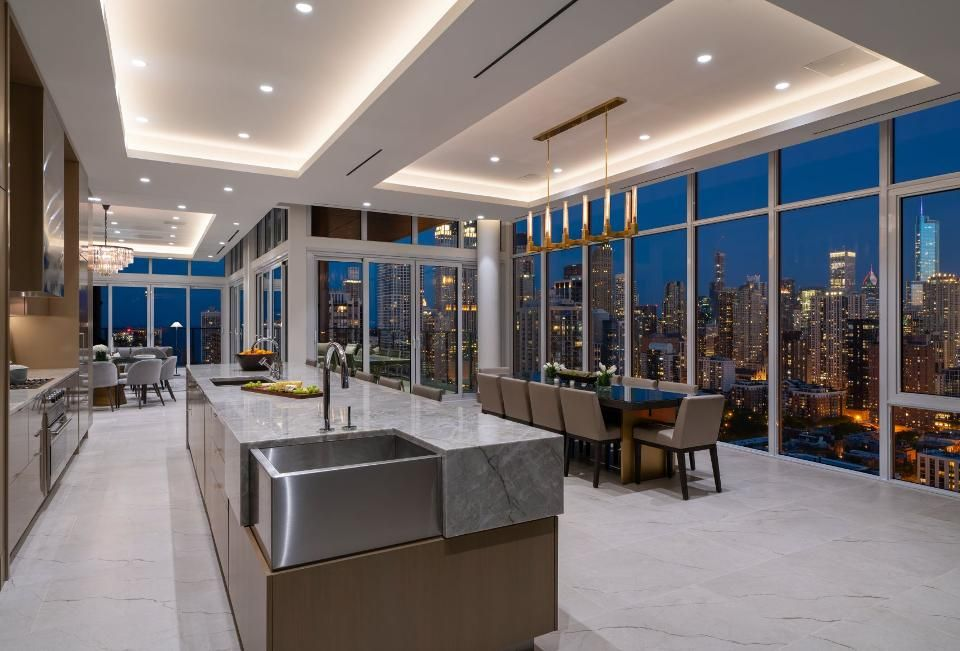 At 45 000 A Month This Penthouse Is Chicago S Most Expensive Rental Listing In 2020 Penthouse Living Luxury Penthouse Luxury Homes