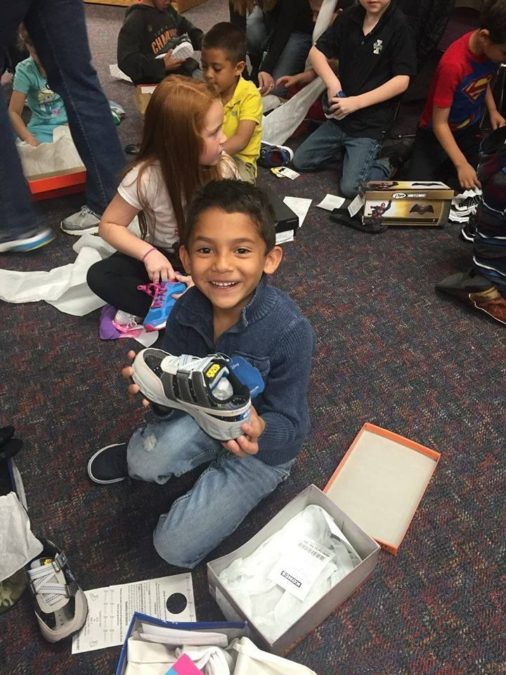 Davita Teammates Partnered With Shoes That Fit To Donate Nearly 900 Pairs Of Shoes To Children At 2 Denver Elementary Sc Elementary Schools Elementary One Wave